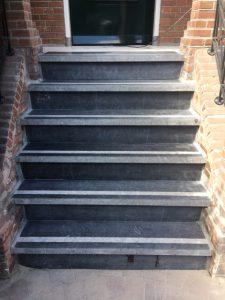 Volledige renovatie natuurstenen trap